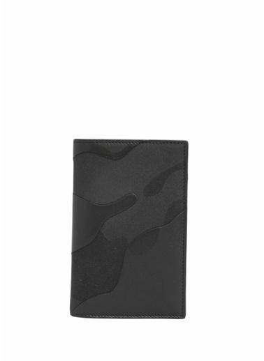 Valentino Garavani Pasaportluk Siyah